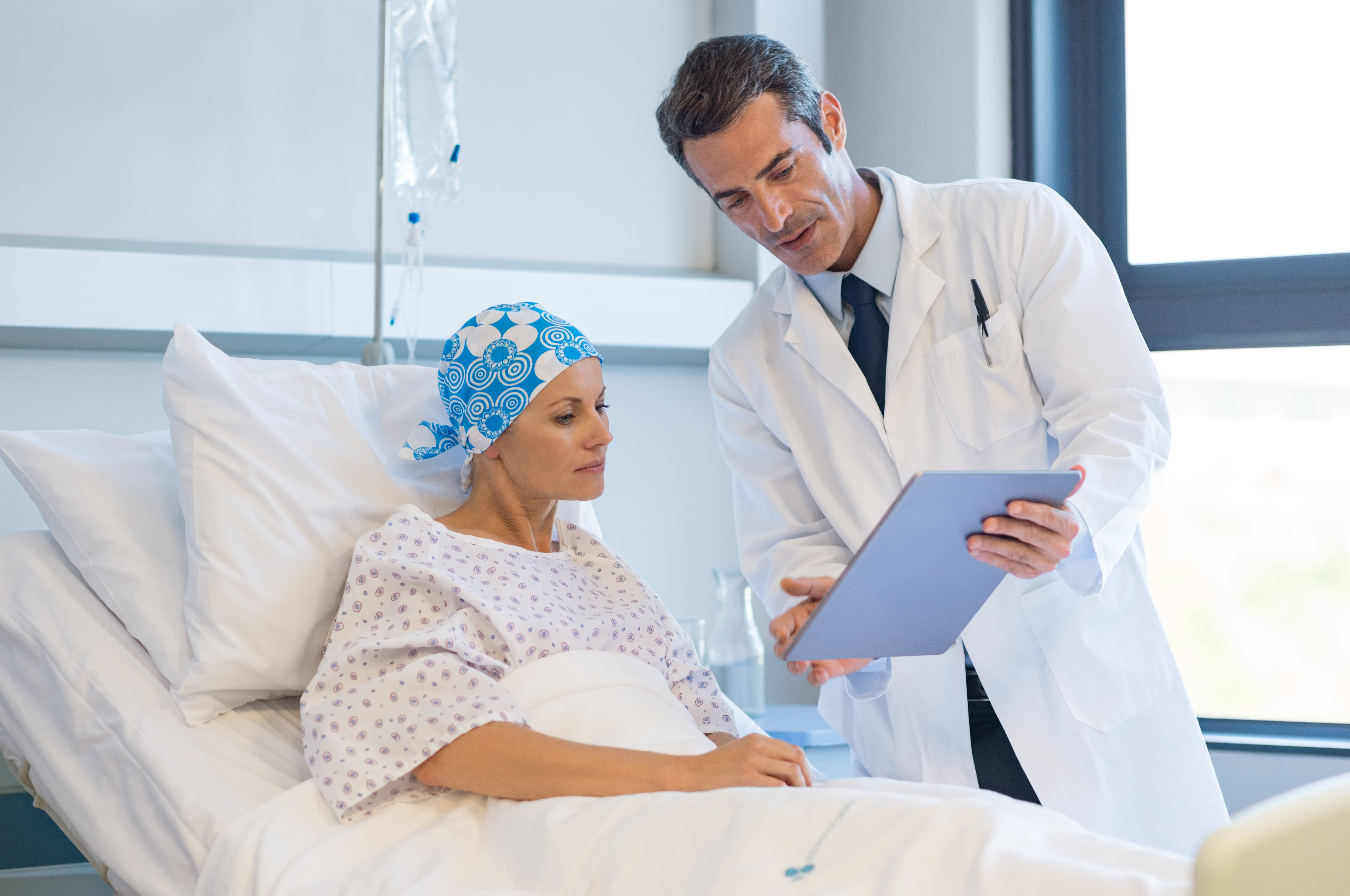 Doctor explaining diagnosis to mesothelioma cancer patient.